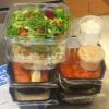 Kuvassa iso ravintolaboksi. Kaksi eri ruokaa, joista jokaisesta syö 4-5 kertaa. Eli yhteensä 8 - 10 annosta.